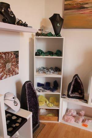 atelier-expo-vente-pierre-lithotherapie-gironde-1-min
