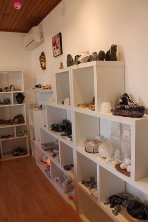 atelier-expo-vente-pierre-lithotherapie-gironde-min